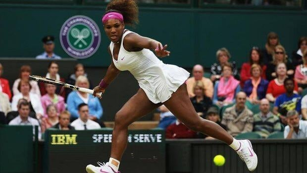 Serena Williams advanced to the semifinals at Wimbledon on Tuesday with a 6-3, 7-5 win over defending champion Petra Kvitova.