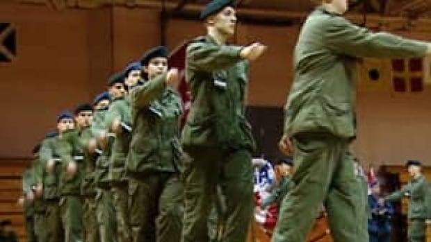 hi-ns-military-recruits-4col