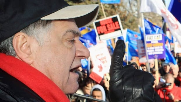 London, Ont., Mayor Joe Fontana speaks to thousands of people gathered for a rally on Jan. 21.