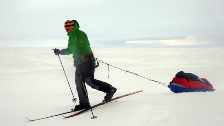 British skier sets record for solo Antarctic trek | CBC News
