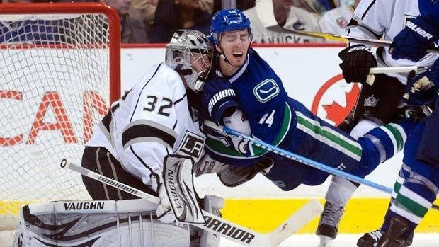 Alex Burrows (14) and the Canucks will resume battle with Jonathan Quick and the Kings on Sunday at 8 p.m. ET / 5 p.m. PT.