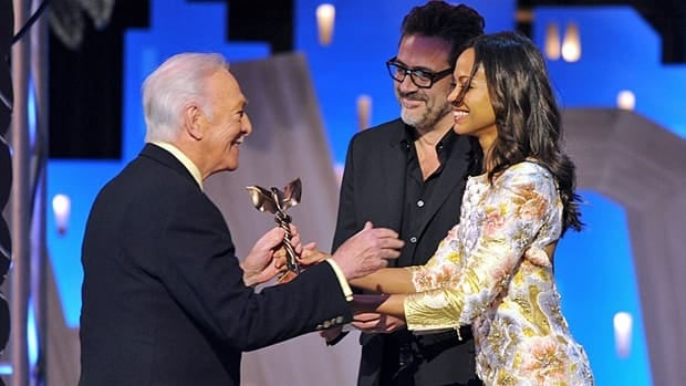 Christopher Plummer accepts the best supporting actor award for Beginners from Jeffrey Dean Morgan and Zoe Saldana at the Spirit Awards on Saturday.