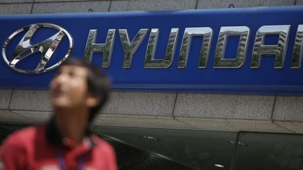 Hyundai Motor Co. is recalling some 222,000 Santa Fe SUVs and Sonata sedans, including more than 30,000 in Canada, because of problems with their airbags.