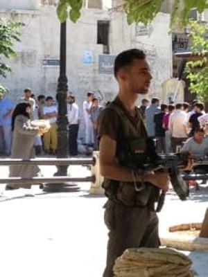 si-220-syria--aleppo-square-soldier
