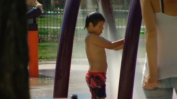 Environment Canada says Manitoba's hot, dry summer will continue past Labour Day. (CBC)