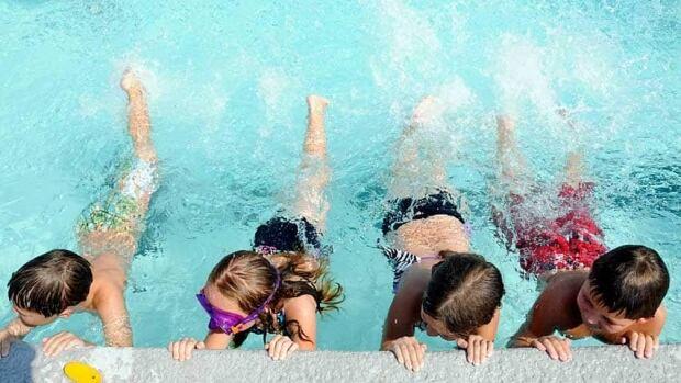 hi-bc-120706-ap-swimming-pool