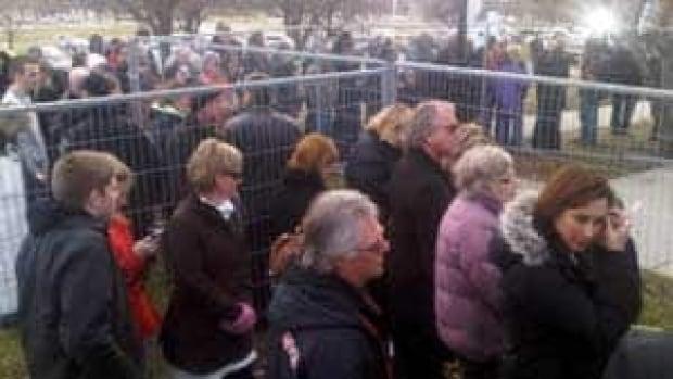 si-shafia-crowd-300px-20120