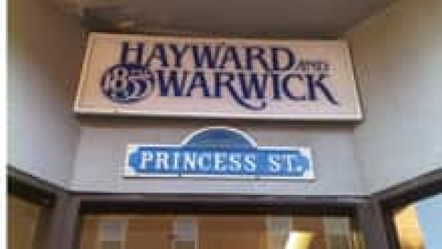 nb-si-hayward-warwick-sign-220