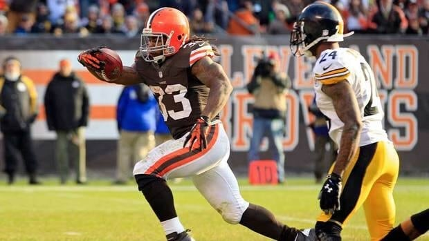 Cleveland Browns running back Trent Richardson, left, runs past Pittsburgh Steelers cornerback Ike Taylor on a 15-yard touchdown run in the third quarter on Sunday in Cleveland.