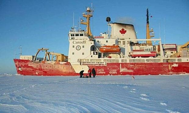 ccgs-amundsen-460px