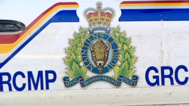 Parts of Parkland County asked to shelter in place, 2 suspects armed and dangerous