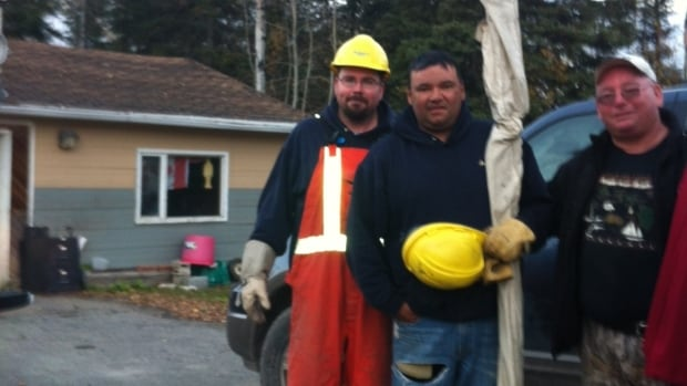 The Muskego family sent CBC News this photograph of a Hydro repair crew on the reserve on Tuesday.