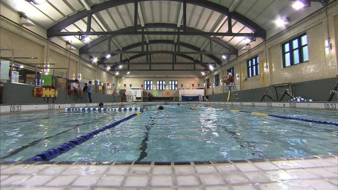 Swimmers fight for schubert pool montreal cbc news for Piscine levesque