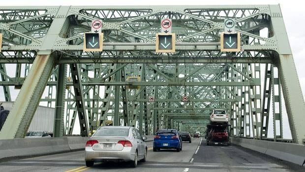 Champlain Bridge officials are urging commuters to take public transit and avoid the bridge, if possible.