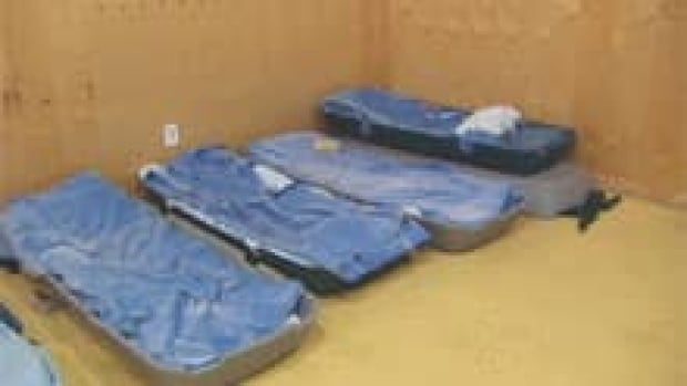 si-iqaluit-bcc-gym-beds-110530