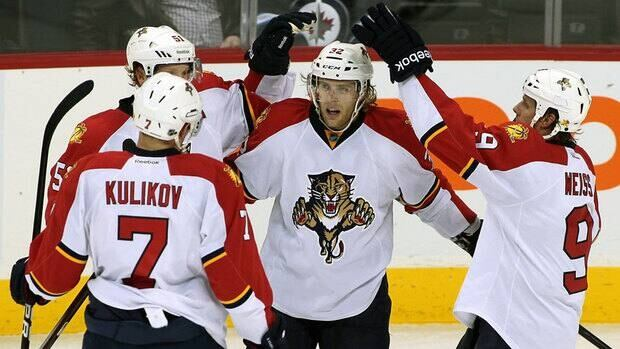 Florida Panthers forward Kris Versteeg (32) celebrates his second goal Thursday against the Winnipeg Jets.