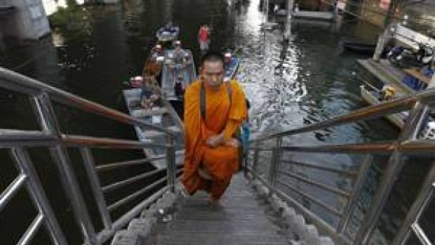 300-bangkok-monk-rtr2tqi1