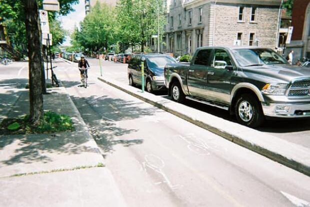 ottawa-090625-bike-lane-Montreal-banner