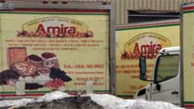 mi-mtl-amira-walnuts-trucks-300