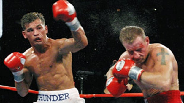 Arturo Gatti, left, engaged in a memorable trilogy of bouts with Micky Ward.