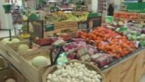 si-iqaluit-grocery-produce-110310