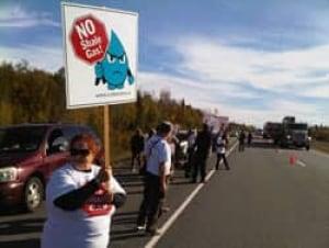 mi-nb-hampton-shale-protest