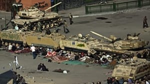 cairo-protesters-tanks-0013