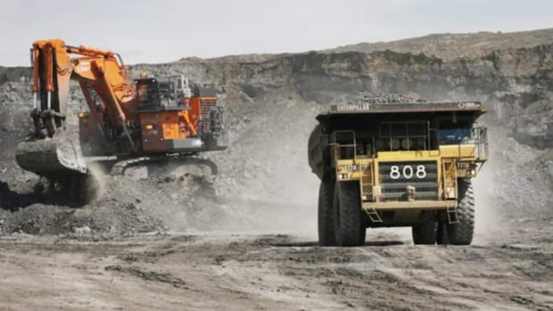 Alberta's oilsands are being touted as the giants of Canada's economy in a new report.