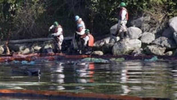 mi-bc-burnaby-oil-spill-cp-3347619