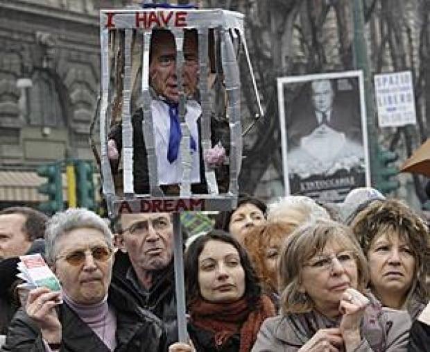 berlusconi-women-protest-00