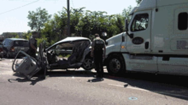 si-ile-perrot-accident-220
