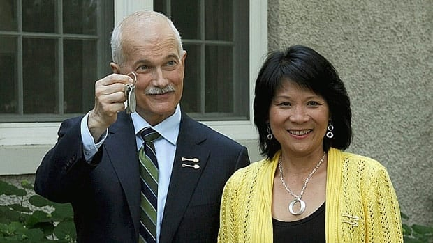 NDP Leader Jack Layton shows off the keys as he and his wife and fellow MP Olivia Chow arrive to take up residence in Stornoway, the house of the leader of the opposition in Ottawa, June 15, 2011.