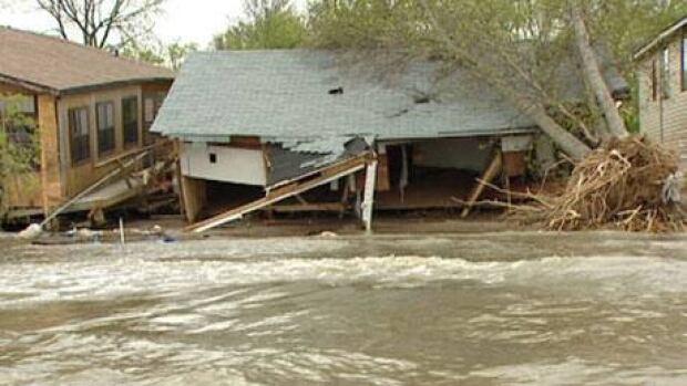 mi-delta-beach-storm2