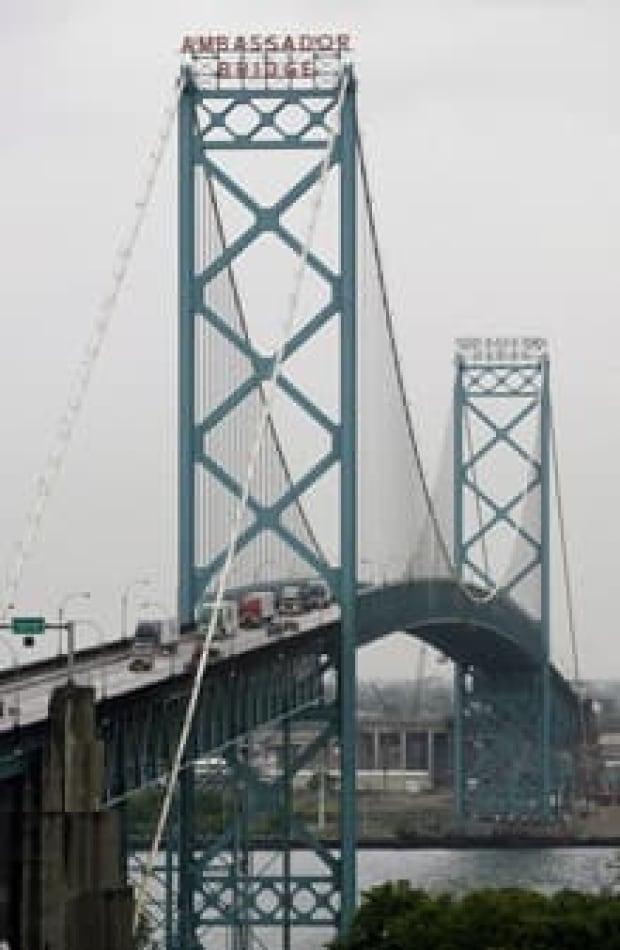 si-220-ambassador-bridge-8682182