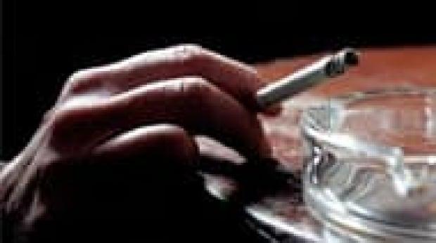 tp-cigarette-hand-1056570