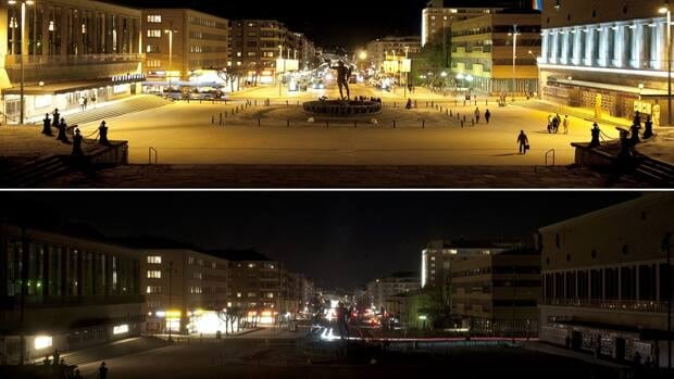 Before-and-after pictures of Gothenburg, Sweden, as lights are turned off for Earth Hour.