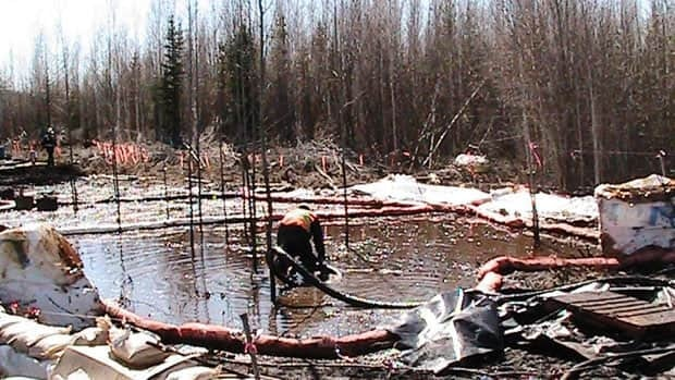 Enbridge workers clean up oil that leaked from the Norman Wells pipeline near Wrigley, N.W.T., on May 9. The company announced this week that 700 to 1,500 barrels of oil leaked from the pipeline, not four barrels as originally estimated.