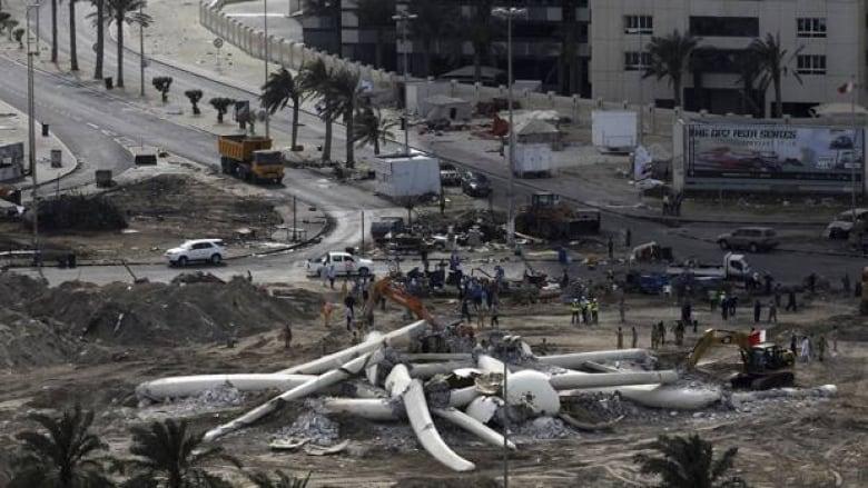 Bahrain army demolishes Pearl Square monument | CBC News