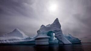 mi-melting-iceberg-300-ap9786603