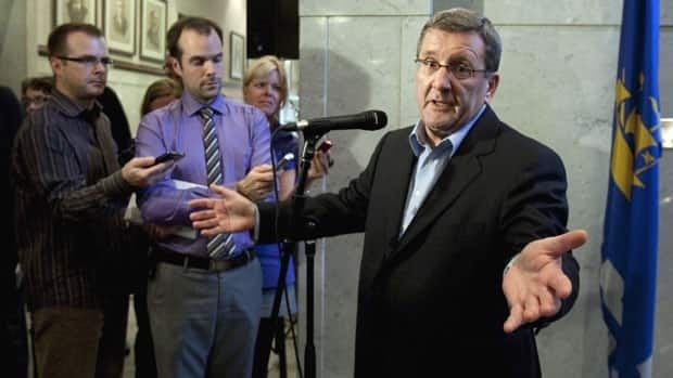 The city mayor, Régis Labeaume, said he expressed regret to the leadership of the Parti Québécois for all the troubles the bill had caused it.