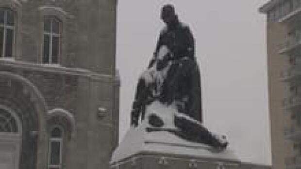 si-mance-statue-220