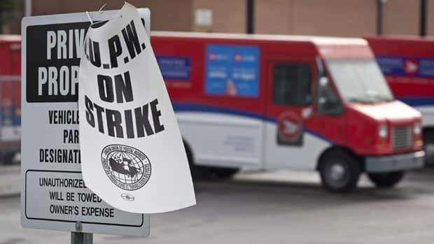 The Canadian Union of Postal Workers has launched a legal battle with the federal government over the legislation that ordered employees back to work in June.