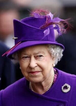 si-queen-elizabeth-2010-220