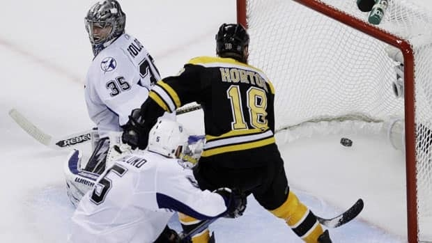 Nathan Horton beats goalie Dwayne Roloson for the decisive goal with 7:33 left in Game 7 in Boston.
