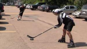 pe-blindhockey300