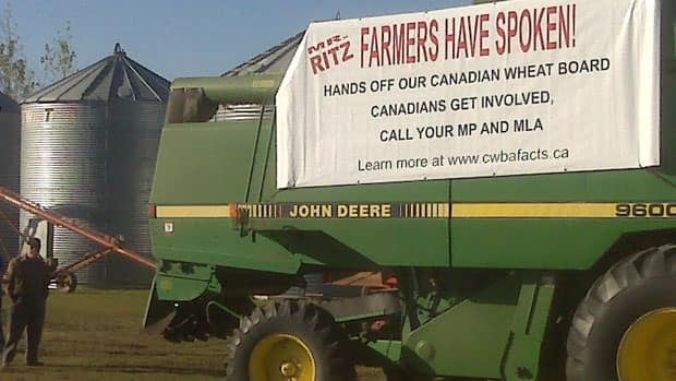 A group of farmers held a rally in support of the Canadian Wheat Board.