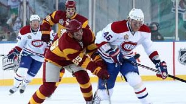 4245c3ce4 Flames blank Canadiens in NHL Heritage Classic