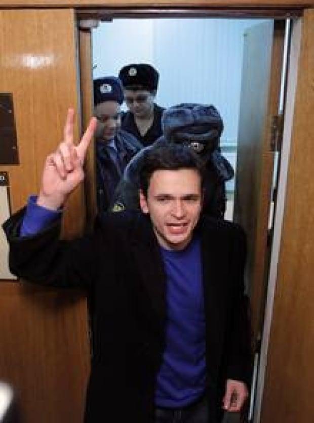 si-220-ilya-yashin-rtr2uwp2