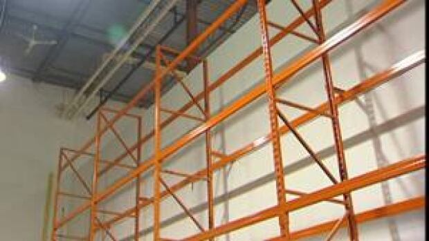 mi-food-bank-bare-shelves-111011