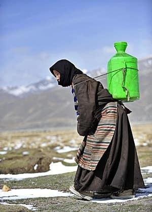 tibet-woman-300-rtr2m8q1